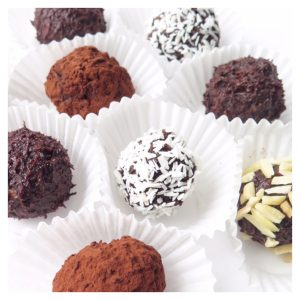 HEALTHY VEGAN CHOCOLATE BALLS